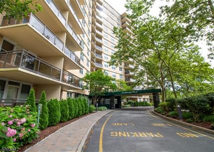 Photo of 2200 N Central Road #5L, Fort Lee Boro, NJ 07024
